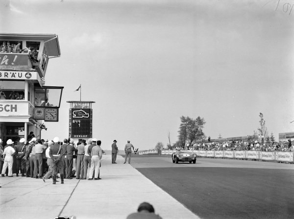 Stirling Moss / Jack Brabham, David Brown, Aston Martin Ltd., Aston Martin DBR1/300, crosses the line and takes the chequered flag.