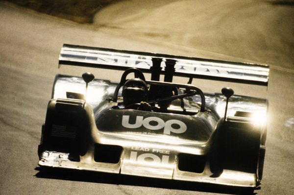 Jackie Oliver, Universal Oil Products, Shadow DN2 Chevrolet.
