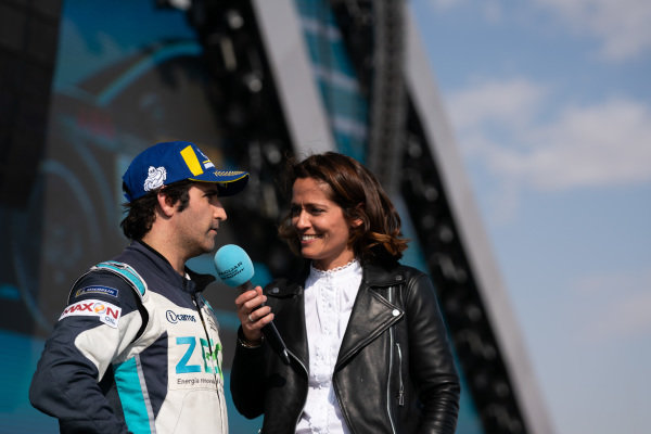 Sérgio Jimenez (BRA), ZEG iCarros Jaguar Brazil talks to Presenter Amanda Stretton on the podium