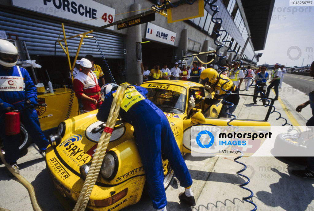 Enzo Calderari / Lilian Bryner / Renato Mastropietro, Ecurie Biennoise, Porsche 911 Carrera RSR, makes a pitstop.