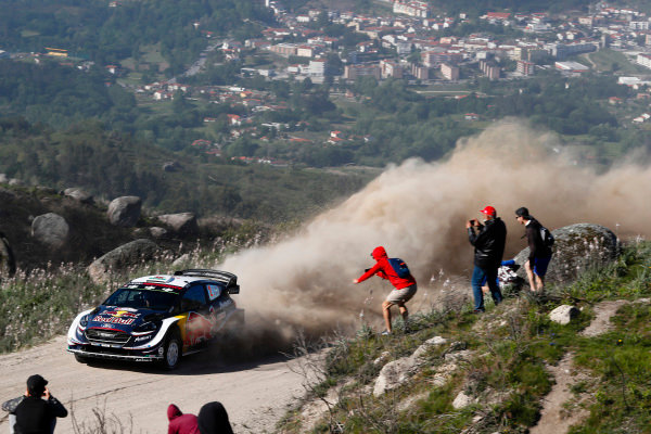 Elfyn Evans powers his way through the dusty Portuguese mountains