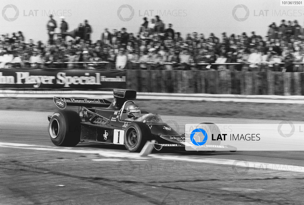 Silverstone, England. 7th April 1974. Ronnie Peterson (Lotus 76-Ford), retired, action.  World Copyright: LAT Photographic. Ref: 6155 - 33A.