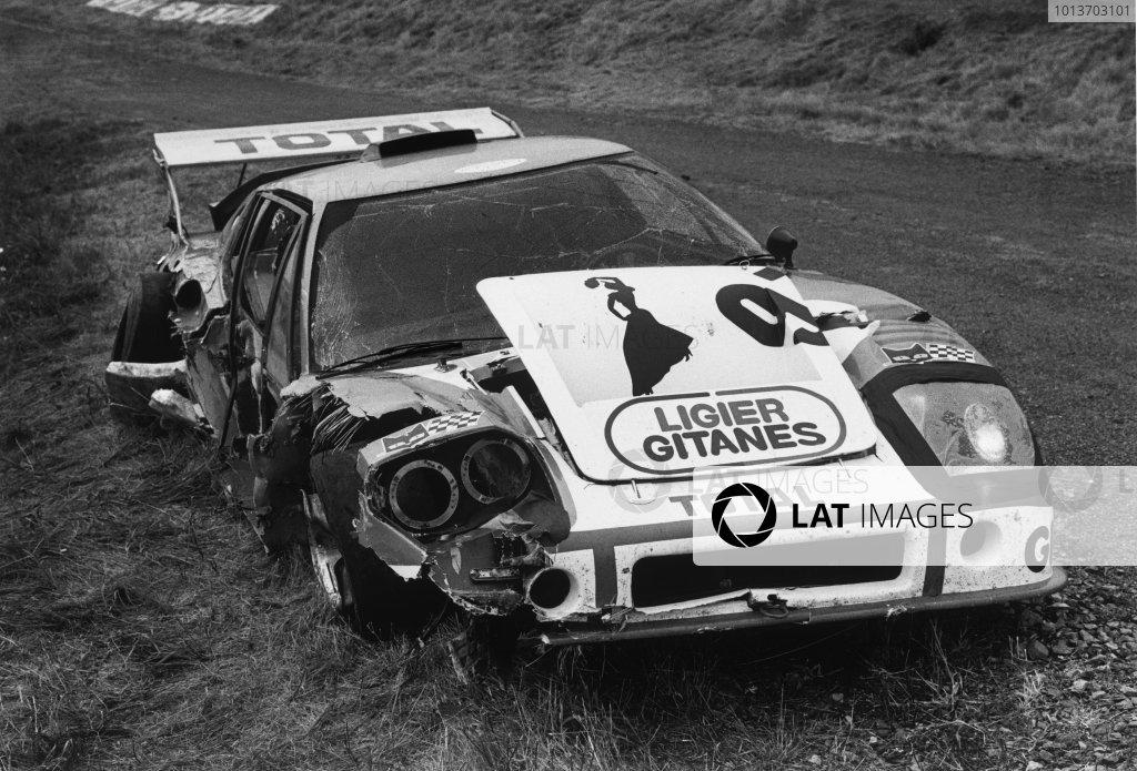 Le Mans, France. 14-15 June 1975 Jean-Pierre Beltoise/Jean-Pierre Jarier (Ligier JS2 Maserati), retired, action. World Copyright: LAT PhotographicRef: 7598 - 27.