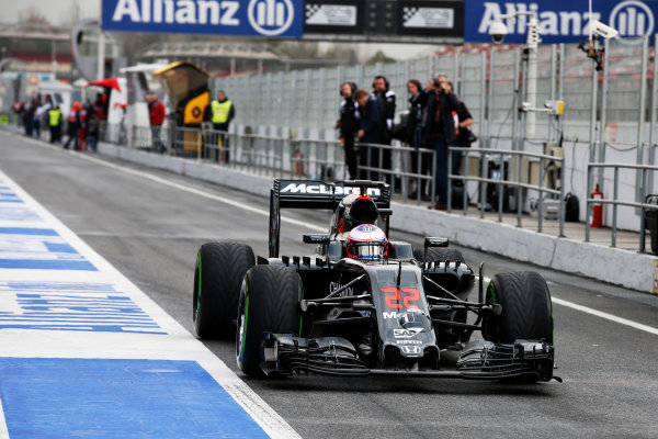 Circuit de Catalunya, Barcelona, Spain Monday 22 February 2016. Jenson Button, McLaren MP4-31 Honda, in the pit lane. World Copyright: Glenn Dunbar/LAT Photographic ref: Digital Image _W2Q0711