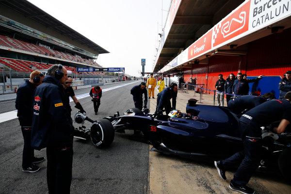 Circuit de Catalunya, Barcelona, Spain Monday 22 February 2016. Carlos Sainz Jr, Toro Rosso STR11 Ferrari, gets pushed back into the garage. World Copyright: Sam Bloxham/LAT Photographic ref: Digital Image _SBL4149