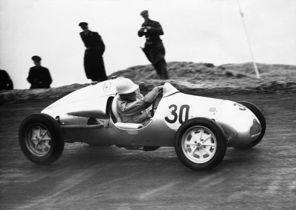 Zandvoort, Holland. 31st July 1949. Stirling Moss (Cooper-JAP 500 MkIII), 1st position in this support race to the Grand Prix, action. World Copyright: LAT Photographic. Ref: Autocar Used Pic 5th August 1949 Pg 785.