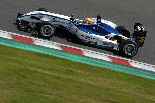 2012011 Japanese Formula Three ChampionshipRound 1 - Suzuka, Japan.14th - 15th May 2011.Winner Hideki Yamauchi ( #5 HANASHIMA RACING ), action.World Copyright: Yasushi Ishihara/LAT Photographicref: Digital Image 2011JF3_R1_002