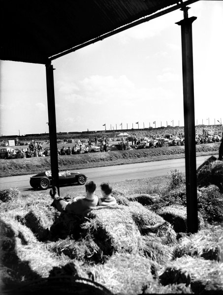 1959 British Grand Prix.Aintree, Great Britain. 18 July 1959.Jack Fairman, Cooper T43-Climax, retired, action.World Copyright: LAT PhotographicRef: C56102
