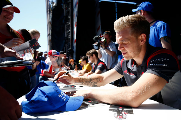 Sochi Autodrom, Sochi, Russia. Sunday 30 April 2017. Kevin Magnussen, Haas F1, signs autographs alongside Romain Grosjean, Haas F1.  World Copyright: Andy Hone/LAT Images ref: Digital Image _ONY0628