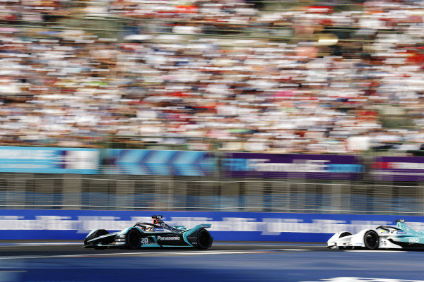 Mitch Evans (NZL), Panasonic Jaguar Racing, Jaguar I-Type 3, leads Oliver Turvey (GBR), NIO Formula E Team, NIO Sport 004