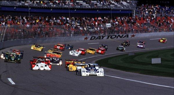 2000 Rolex 24 at Daytona. February 5-6, 2000Daytona International Speedway, Florida USA.Start of racePhoto by: Richard Dole/LAT