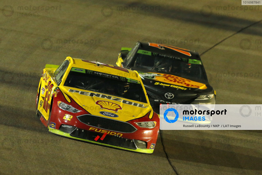 #22: Joey Logano, Team Penske, Ford Fusion Shell Pennzoil and #78: Martin Truex Jr., Furniture Row Racing, Toyota Camry Bass Pro Shops/5-hour ENERGY