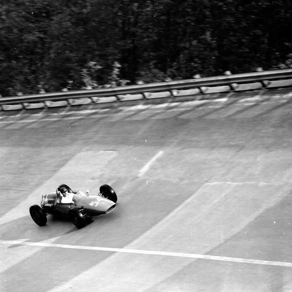 1961 Italian Grand Prix, Monza, Italy.Roberto Bussinello (De Tomaso F1/004-Alfa Romeo) on the banking.Ref-10596.World - LAT Photographic