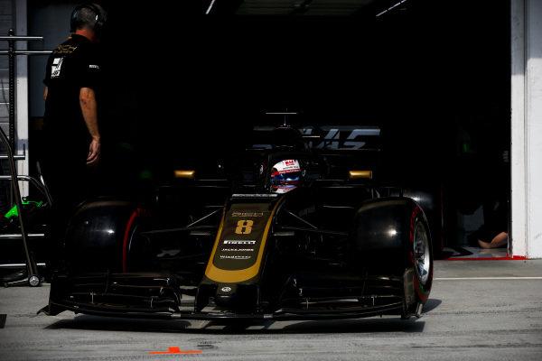 Romain Grosjean, Haas VF-19, leaves the garage