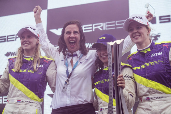 Beitske Visser (NLD), Catherine Bond Muir, CEO, Jamie Chadwick (GBR) and Alice Powell (GBR) celebrate on the podium with the trophy