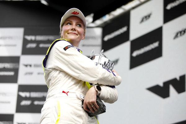 Podium: Race winner Emma Kimilainen (FIN).