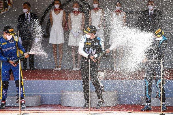 Felipe Drugovich (BRA, Uni-Virtuosi), Race Winner Guanyu Zhou (CHN, Uni-Virtuosi Racing) and Roy Nissany (ISR, DAMS) celebrate on on the podium with the champagne