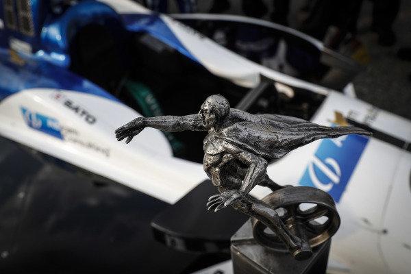 Winner Takuma Sato, Rahal Letterman Lanigan Racing Honda, podium, celebration, trophy