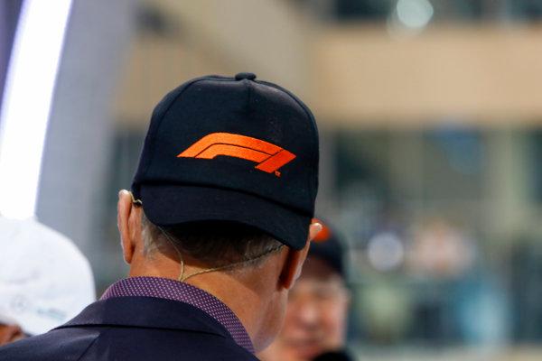 Yas Marina Circuit, Abu Dhabi, United Arab Emirates. Sunday 26 November 2017. David Coulthard, Tv Presenter, with the new F1 logo cap. World Copyright: Steven Tee/LAT Images  ref: Digital Image _O3I3501