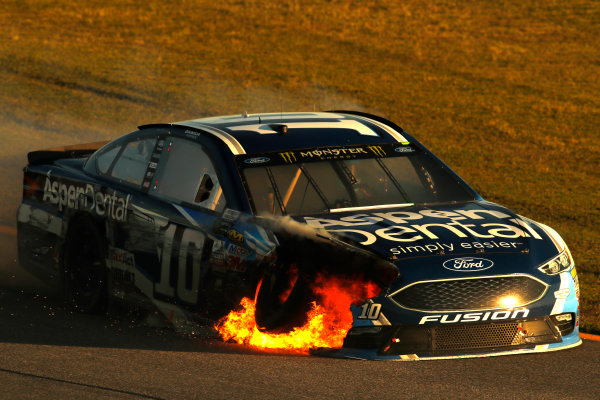Monster Energy NASCAR Cup Series Ford EcoBoost 400 Homestead-Miami Speedway, Homestead, FL USA Sunday 19 November 2017 Danica Patrick, Stewart-Haas Racing, Aspen Dental Ford Fusion crash fire World Copyright: Michael L. Levitt LAT Images