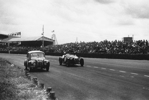 Le Mans, France. 24th - 25th June 1950 L. V. Sandt/J. Coatalen (Renault 4CV), 24th position, leads Norman Culpan/Peter S. Wilson (Frazer Nash RLM), 20th position, action. World Copyright: LAT Photographic Ref: L467 - 5A.