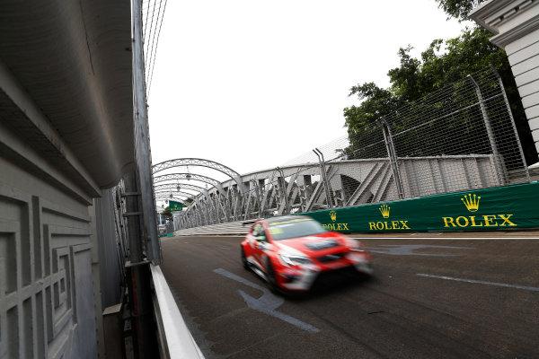 2015 TCR International Series Round 9. Marina Bay Circuit, Singapore. Friday 18 September 2015. Jordi Gene, No.88 Team Craft-Bamboo LUKOIL. World Copyright: Sam Bloxham/LAT Photographic. ref: Digital Image _SBL6197