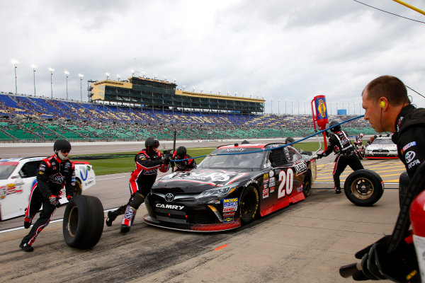 NASCAR XFINITY Series Kansas Lottery 300 Kansas Speedway, Kansas City, KS USA Saturday 21 October 2017 Erik Jones, Reser's American Classic Toyota Camry pit stop World Copyright: Lesley Ann Miller LAT Images