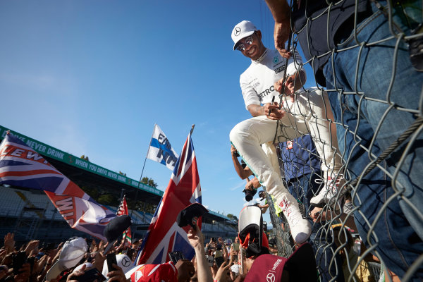 Autodromo Nazionale di Monza, Italy. Sunday 3 September 2017. Lewis Hamilton, Mercedes AMG, signs autographs for fans. World Copyright: Steve Etherington/LAT Images  ref: Digital Image SNE15546