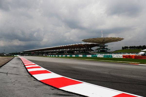 Sepang International Circuit, Sepang, Malaysia. Thursday 28 September 2017. Track and kerb detail World Copyright: Zak Mauger/LAT Images  ref: Digital Image _56I8988