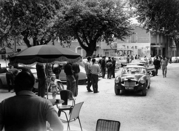 June 1962.David Seigle-Morris/Tony Ambrose, Austin Healey 3000 Mk1,Ref: C66148World Copyright: LAT Photographic.