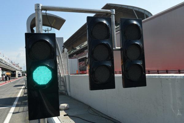 Green light at end of pit lane