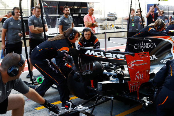 Red Bull Ring, Spielberg, Austria. Thursday 06 July 2017. The McLaren team organise an all-female pit stop. World Copyright: Steven Tee/LAT Images ref: Digital Image _O3I4961