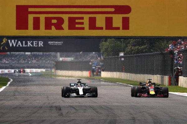 Lewis Hamilton, Mercedes AMG F1 W09 EQ Power+, battles with Daniel Ricciardo, Red Bull Racing RB14
