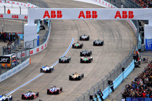 Sébastien Buemi (CHE), Nissan e.Dams, Nissan IMO1, leads at the start of the race