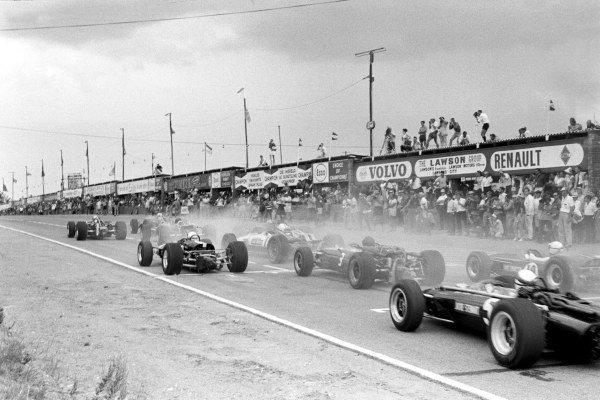 Start of Grand Prix  South African GP, Kyalami, 2 January 1967