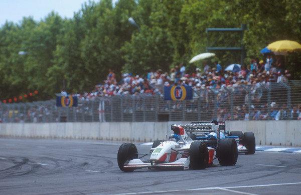 1993 Australian Grand Prix.Adelaide, Australia.5-7 November 1993.Derek Warwick (Footwork FA14 Mugen-Honda) 10th position.Ref-93 AUS 33.World Copyright - LAT Photographic