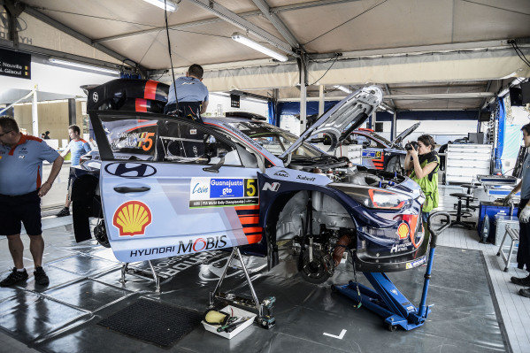 The car of Thierry Neuville (BEL) / Nicolas Gilsoul (BEL), Hyundai Motorsport i20 Coupe WRC in Service at World Rally Championship, Rd3, Rally Mexico, Preparations, Leon, Mexico, 8 March 2017.