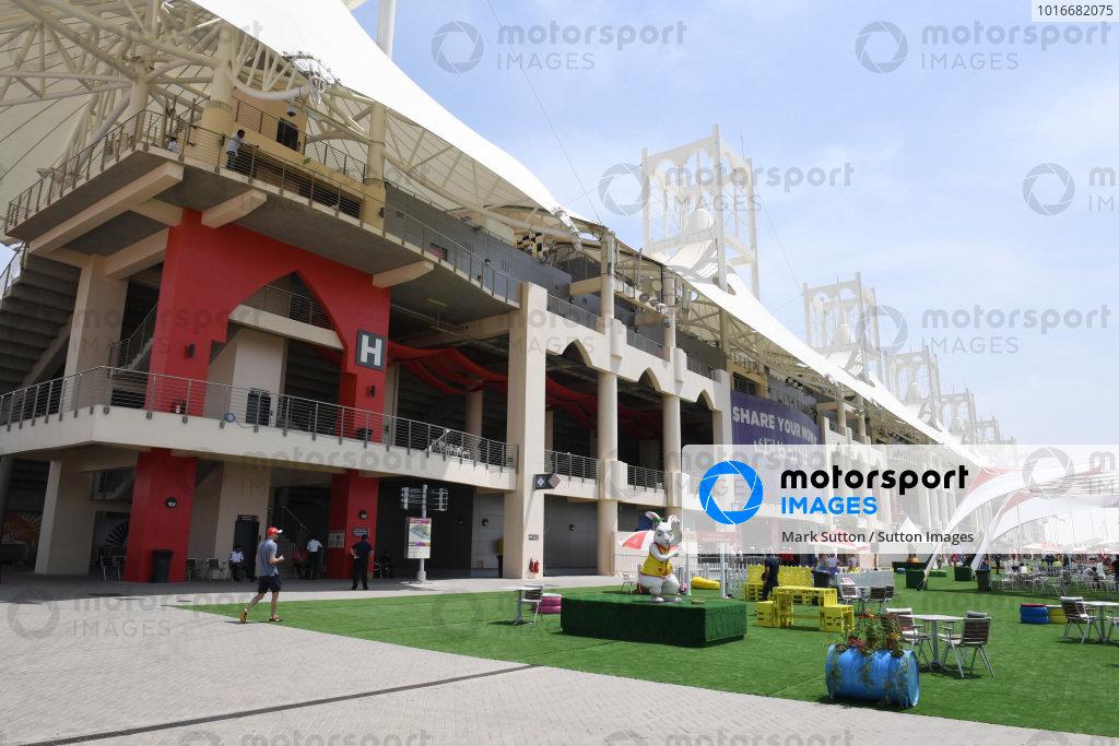 Fans and entertainment  at Formula One World Championship, Rd3, Bahrain Grand Prix Preparations, Bahrain International Circuit, Sakhir, Bahrain, Thursday 13 April 2017.