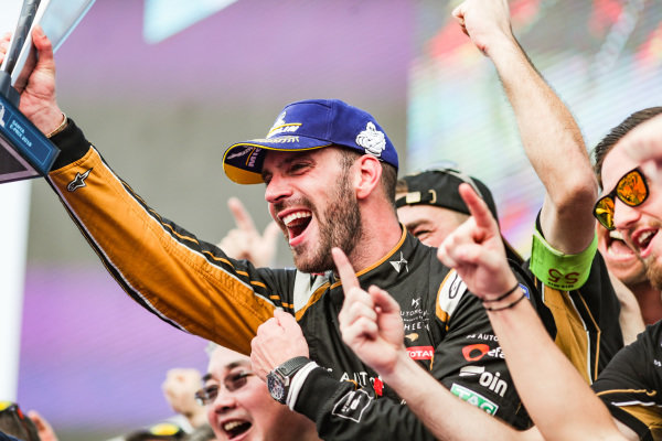 Jean-Eric Vergne (FRA), DS TECHEETAH, celebrates victory with the team