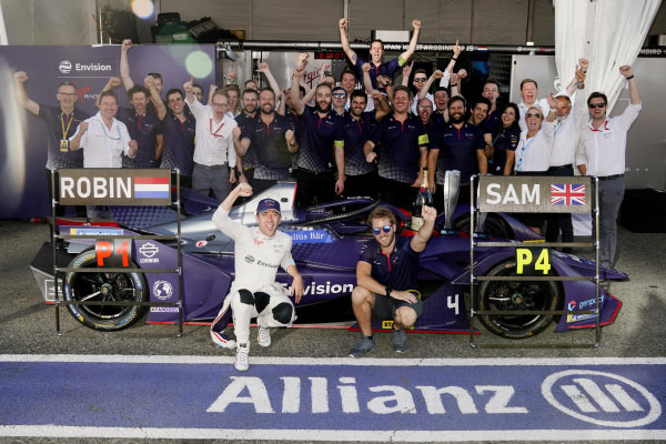 Robin Frijns (NLD), Envision Virgin Racing and Sam Bird (GBR), Envision Virgin Racing celebrate their race result with the team