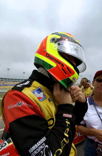 Mark Dismore prepares for qualifying.IRNLS Belterra Indy 300, Kentucky Speedway, Sparta,KY, USA 12 August,2001Copyright-F Peirce Williams 2001 LAT PHOTOGRAPHIC