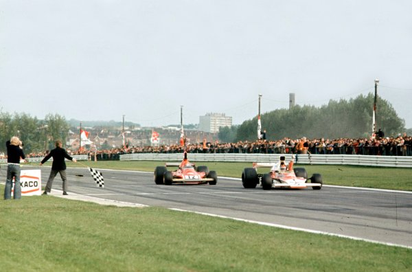 1974 Belgian Grand Prix.Nivelles-Baulers, Belgium.10-12 May 1974.Emerson Fittipaldi leads Niki Lauda at the finish.World Copyright - LAT Photographic