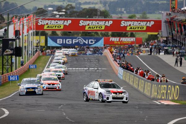 Bathurst 1000 kmMount Panorama, New South Wales, Australia.10th October 2010Start of the race.World Copyright: Mark Horsburgh/LAT Photographicref: V8Bath-14795