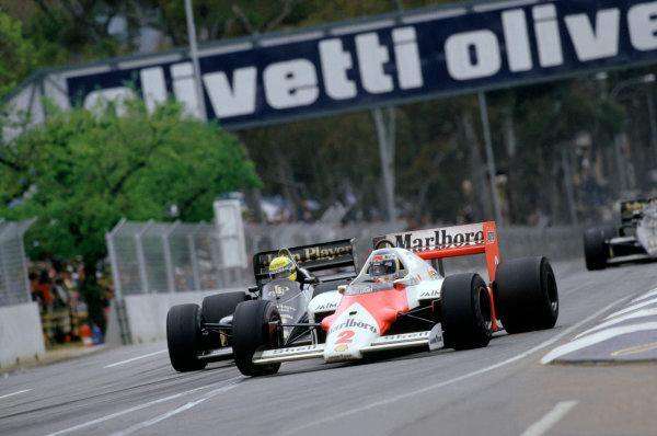 1986 Australian Grand PrixAdelaide, Australia. 24th - 26th October.Keke Rosberg (McLaren MP4/2 TAG Porsche) leads Ayrton Senna (Lotus Renault). Action.World Copyright: LAT Photographicref: 86 AUS 03