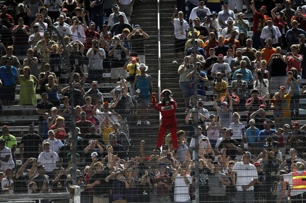 Spider-man Helio Castroneves (BRA), Team Penske, climbs the fence upon winning the LearJet 550.IndyCar Series, Rd6, LearJet 550, Texas Motor Speedway, Fort Worth, Texas, USA, 6 June 2009.