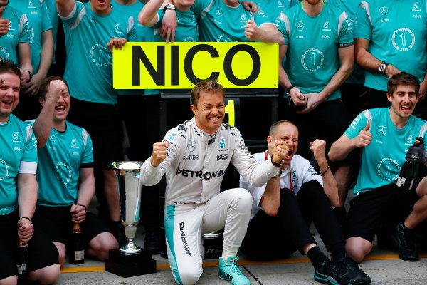 Shanghai International Circuit, Shanghai, China. Sunday 17 April 2016. Nico Rosberg, Mercedes AMG, 1st Position, celebrates with his team. World Copyright: Andy Hone/LAT Photographic ref: Digital Image _ONY5803