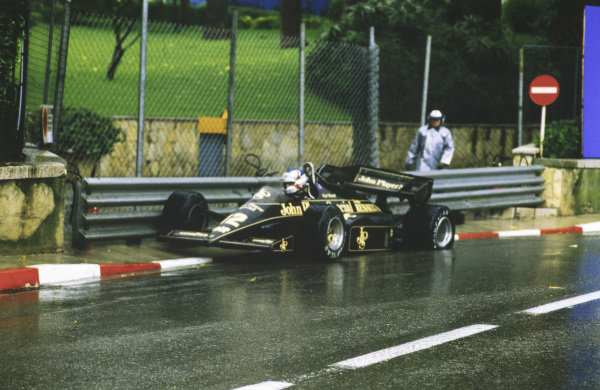 Nigel Mansell, Lotus 95T Renault, crashes out off the race.