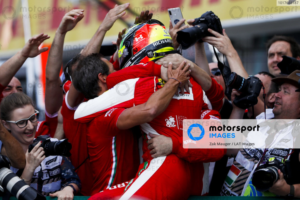 HUNGARORING, HUNGARY - AUGUST 04: Race winner Mick Schumacher (DEU, PREMA RACING) celebrates in parc ferme with his team during the Hungaroring at Hungaroring on August 04, 2019 in Hungaroring, Hungary. (Photo by Zak Mauger / LAT Images / FIA F2 Championship)