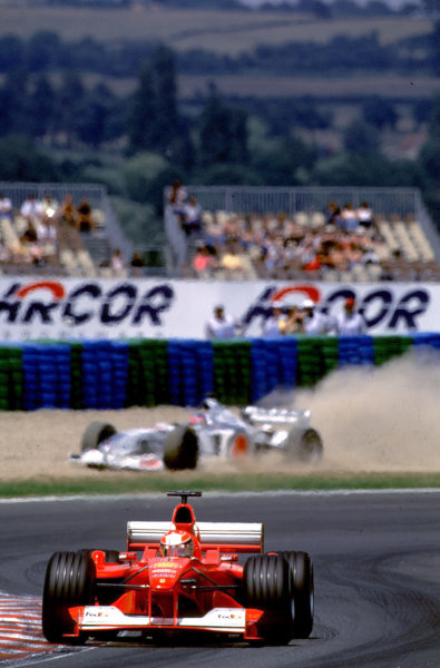 French Grand Prix.Magny-Cours, France. 30/6-2/7 2000.Michael Schumacher (Ferrari F1-2000) with Jacques Villeneuve (B.A R. 002 Honda) behind going through the gravel trap.World Copyright - LAT PhotographicFormat: 35mm transparency