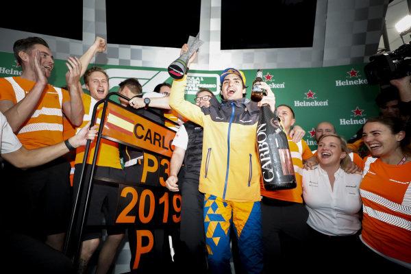 Carlos Sainz Jr, McLaren celebrates his third position on the podium with the McLaren team